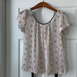 Adorable forever 21 shirt with bows on it